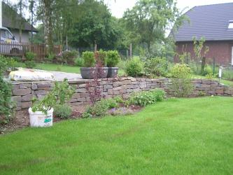 kramer garten ambiente neuanlage mit natursteinmauer und bepflanzung. Black Bedroom Furniture Sets. Home Design Ideas